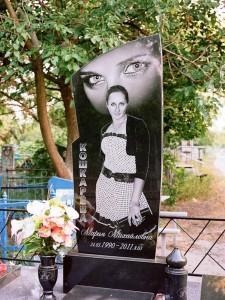 Одинарный гранитный памятник для молодой девушки