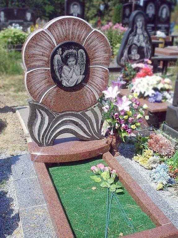 Фигурный надгробный памятник на могилу младенца