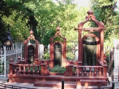 Эксклюзивный семейный памятник с колоннами