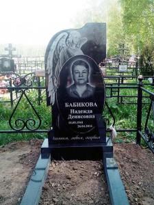 Одинарный женский памятник с гравировкой ангела