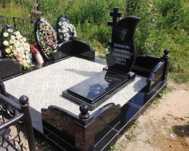 Ритуальные памятники из гранита черного цвета
