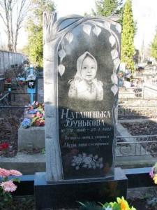Резной детский памятник с березой