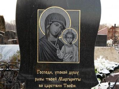 Черный гранитный памятник с гравировкой иконы