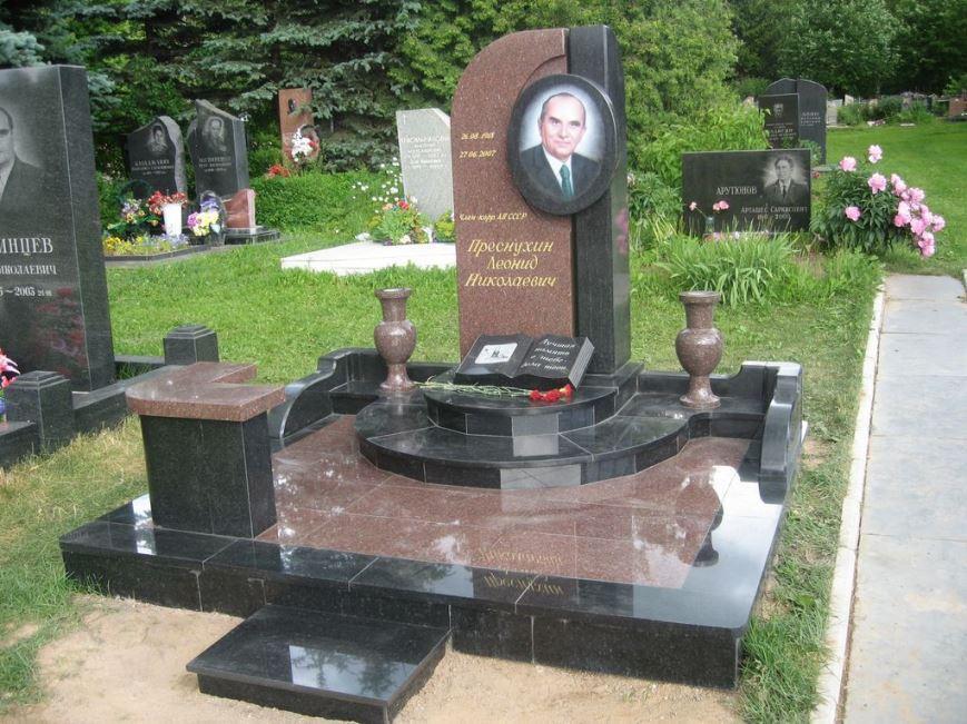 Токовский гранит для мужского памятника