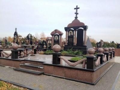 Эксклюзивный надгробный памятник из черного и красного гранита