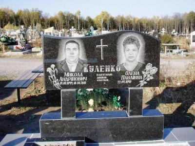 Двойной семейны памятник с гравировкой роз