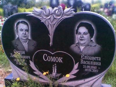 Стелла двойного семейного памятника из черного гранита