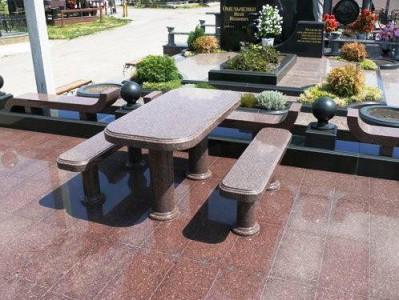 Лавочки и стол для надгробного памятника