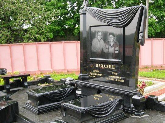 Эксклюзивный черный памятник из гранита для двоих