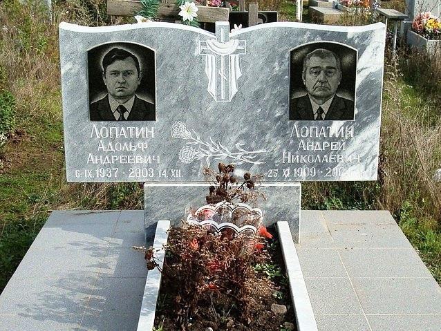 Серый гранитный памятник для двоих