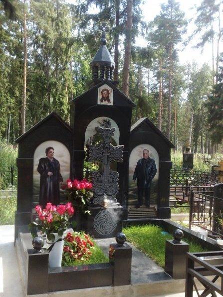 Элитный надгробный памятник с куполом