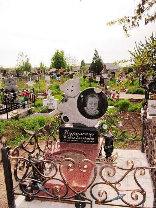 Гранитный памятник для новорожденного фото
