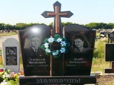 Крест на двойном гранитном памятнике