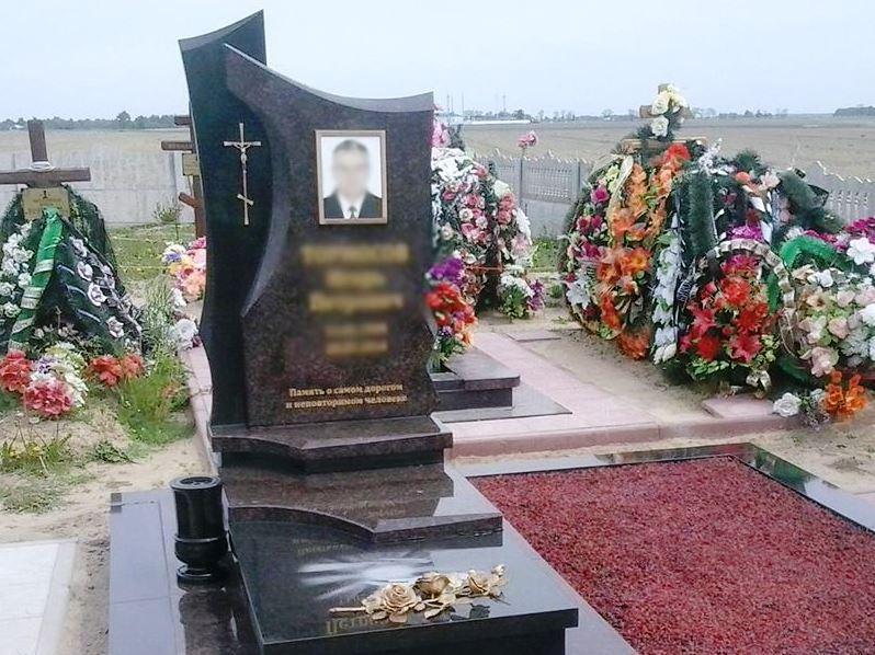 Резной памятник из межирического гранита