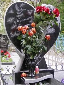 Стелла памятника в виде сердца для маленького мальчика