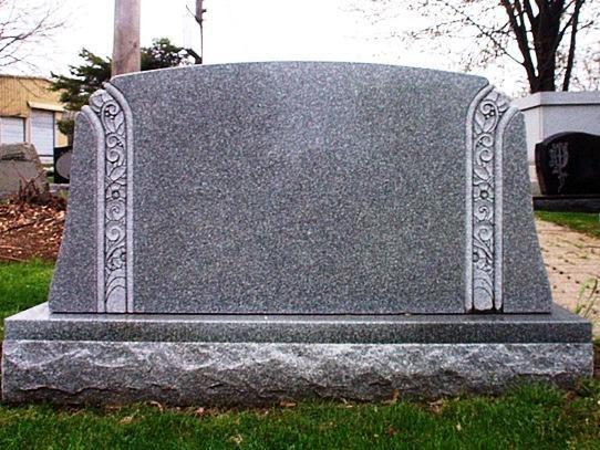 Обратная сторона памятника из янцевского гранита