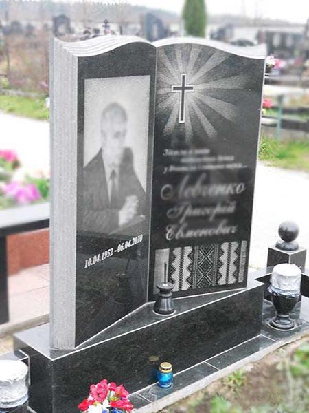 Памятник-книга из гранита для учителя