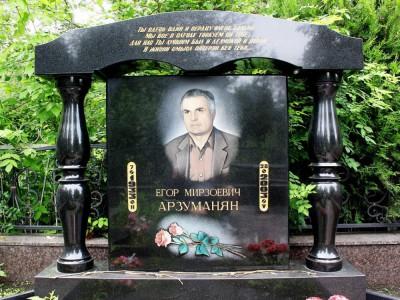 Черный элитный памятник из гранита для отца