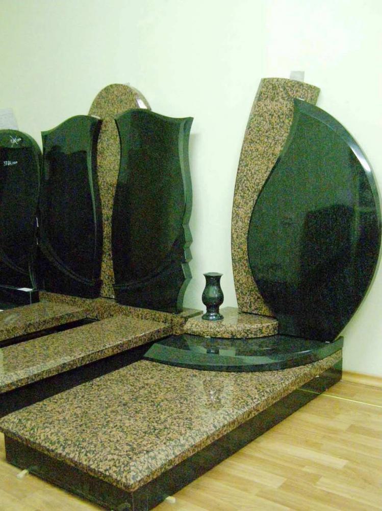 Оформление памятника из межирического гранита