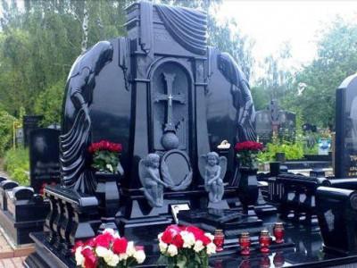 Мемориальный комплекс из черного гранита фото