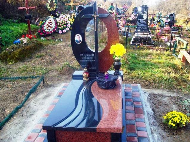 Одинарный памятник с гранитной вазой