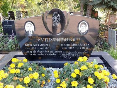 Двойной семейный памятник черного цвета фото