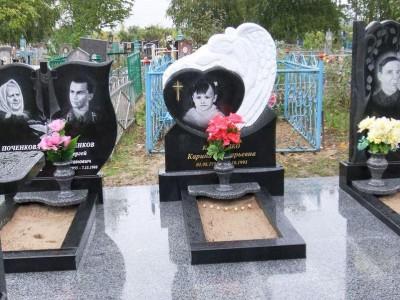 Надгробный гранитный памятник для всей семьи фото