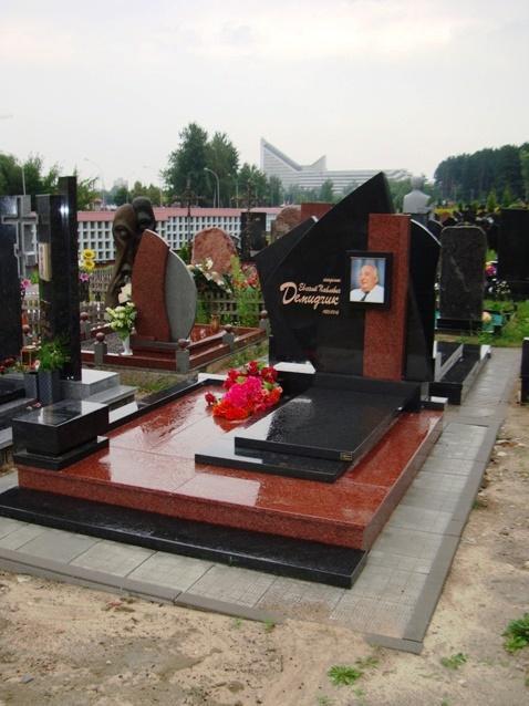 Элитный памятник из лезниковского и букинского гранита