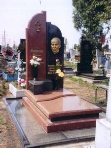 Элитный гранитный памятник на могилу врача