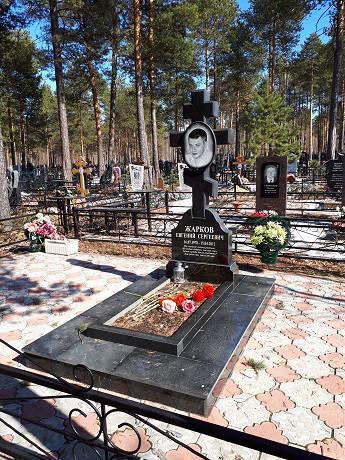 Одинарный христианский надгробный памятник