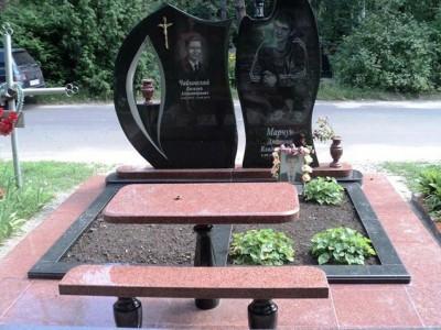 Современный гранитный памятник на могилу двоих