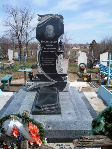 Эксклюзивный женский памятник из черного гранита
