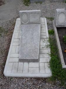 Памятник на могилу из мраморной крошки