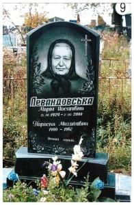 Стандартный женский памятник из черного гранита №9