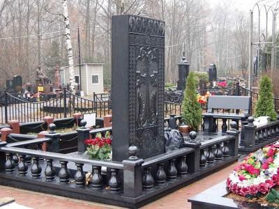 Мемориальный комплекс на кладбище
