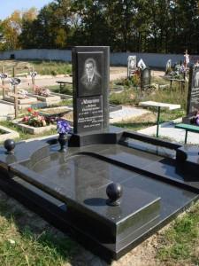 Гранитный памятник на могилу для мужчины