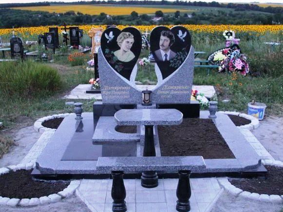 Двойной памятник из серого гранита