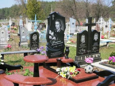 Гранитные вазы для памятника на кладбище