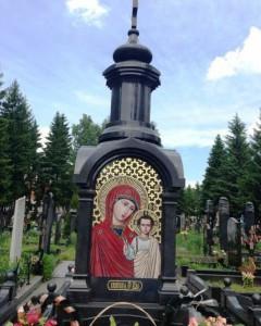 Купольный памятник из гранита с иконой