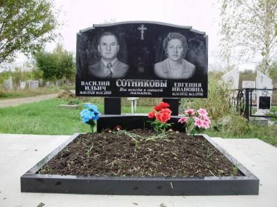 Элитный семейный памятник с открытым цветником