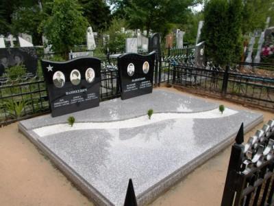 Надгробный памятник для двоих и троих