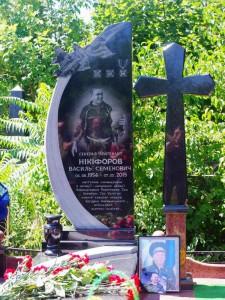Резной памятник с крестом для военного