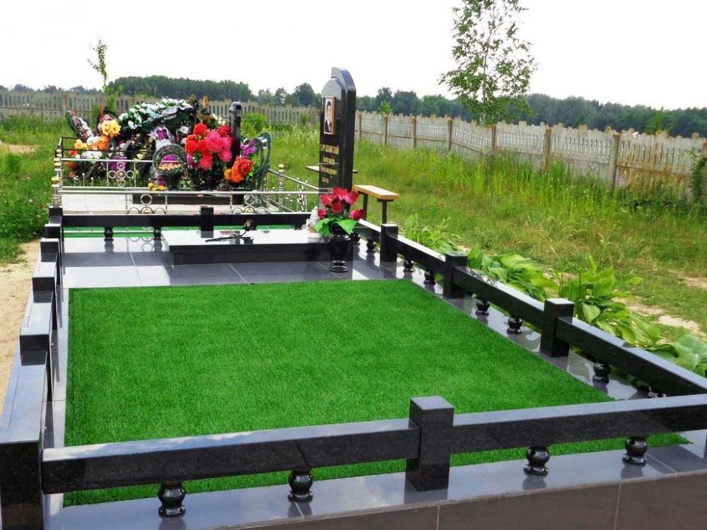 Современное гранитное ограждение для надгробного памятника