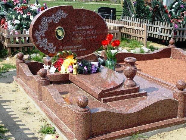 Лезниковский гранит для памятника девушки