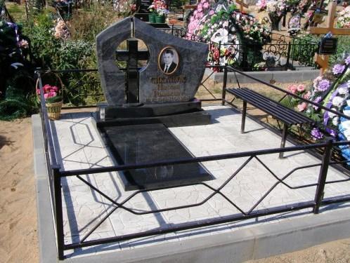 Эксклюзивный резной памятник для мужчины