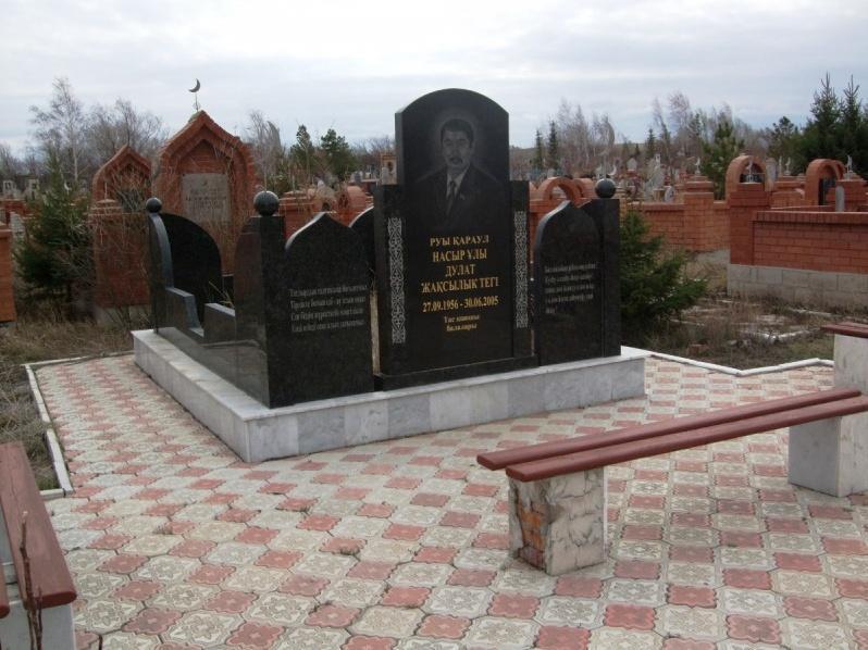 Мусульманский памятник из черного гранита для мужчины