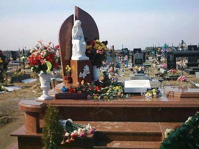 Скульптура для красного гранитного памятника