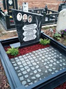 Тройной семейный памятник на могилу