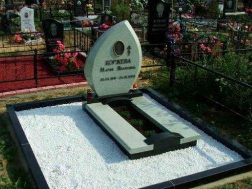 Элитный надгробный памятник с белым щебнем