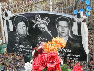 Двойной надгробный памятник с гравировкой ангелочка